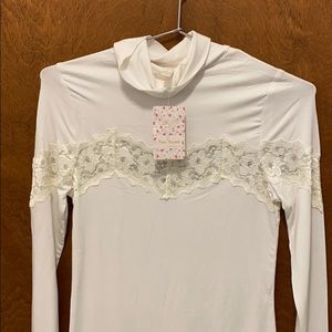 Free people turtleneck size small